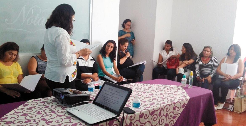 Desde las aulas. La capacitación está dirigida a directivos (en el caso del sector educativo) para que puedan transmitir su mensaje con perspectiva de género.