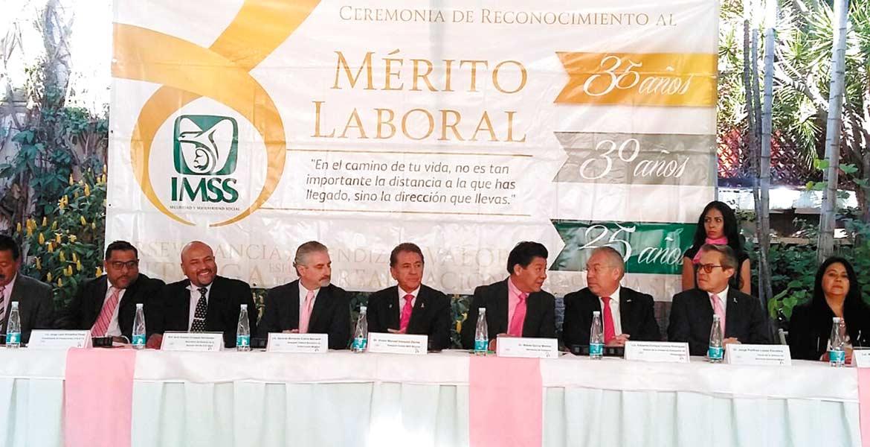 Homenaje. Autoridades estatales y representantes federales aplaudieron el esfuerzo de trabajadores.