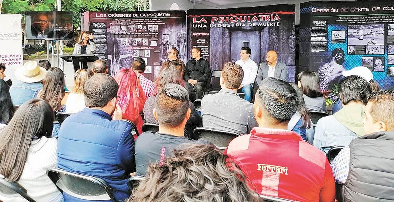 En expo itinerante informan sobre salud mental y dan atención, en Cuernavaca