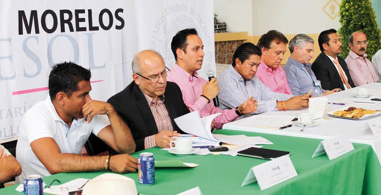 Reunión. Autoridades del Instituto Estatal de Educación para Adultos y representantes de ayuntamientos lograron acuerdos para la población.