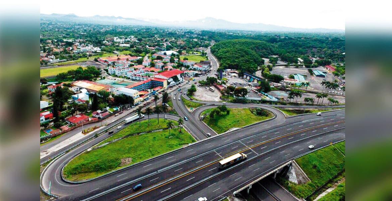niciaron trabajos en el nuevo libramiento Huilicán-Oaxtepec para descongestionar el tráfico que se genera en la zona turística