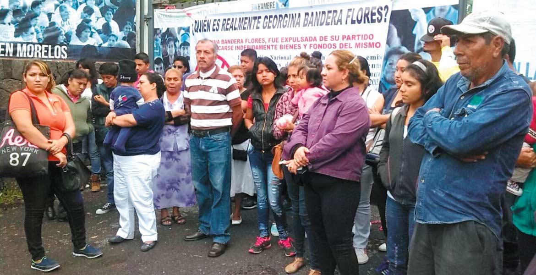 Inconformidad. A las instalaciones de la Delegación de la Sedesol arribó un grupo de 20 personas para exigir que la Estancia Infantil 'Los Peques' fuera reabierta.