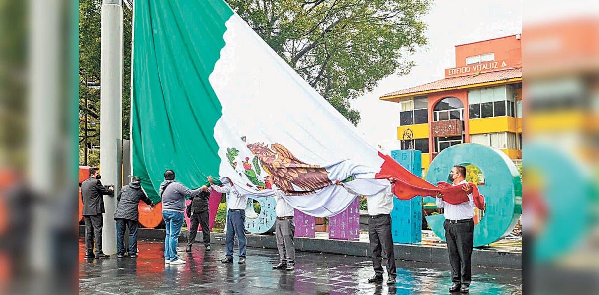 José Manuel Sanz encabezó Izamiento de Bandera en primer día de septiembre