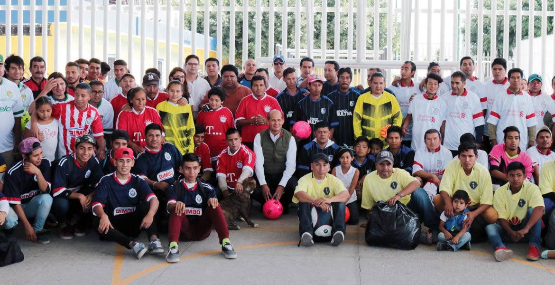 Charla. Jaime Álvarez Cisneros motivó a los asistentes a seguir creyendo en ellos mismos.