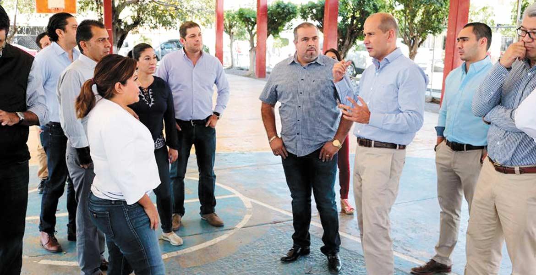 Recorrido. El legislador Jaime Álvarez Cisneros visitó el parque para constatar las condiciones en las que se encuentra.