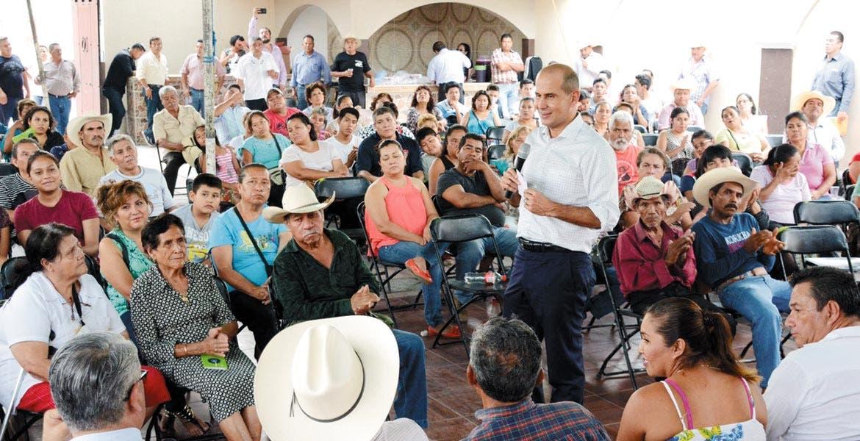 Encuentro. Jaime Álvarez Cisneros convivió con más de 100 habitantes de Ciudad Ayala, a quienes ofreció solución a sus demandas.