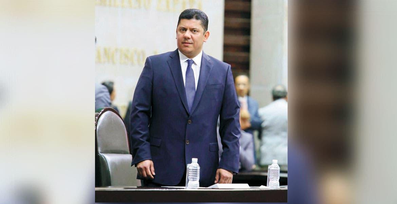 Giran orden de aprehensión contra rector de la UAEM y su esposa