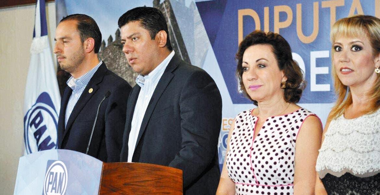 Presidirá la Cámara baja. Arropado por la bancada federal del PAN, a Javier Bolaños Aguilar le tocará recibir el Informe del Presidente Enrique Peña Nieto.