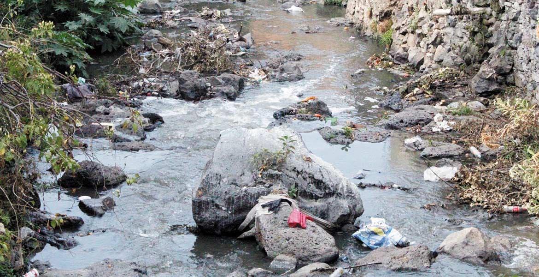 Esfuerzos. Autoridades municipales llaman a los ciudadanos a no tirar basura en barrancas, pues no hay razón para ello.