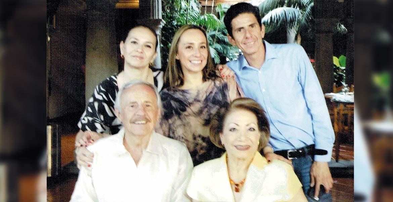 El licenciado Joaquín Magdaleno y su hermosa familia.