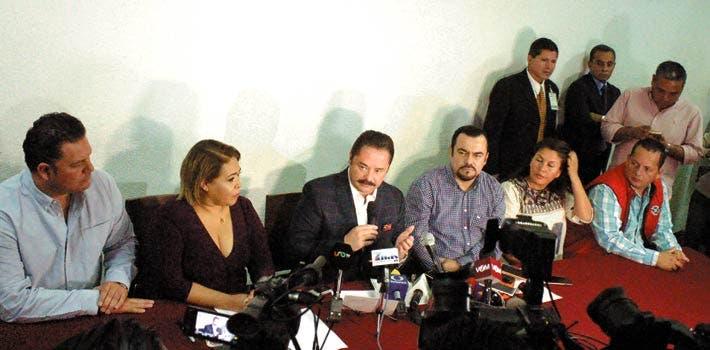 Los procedimientos contra el alcalde son revocación de mandato y solicitud de juicio político.
