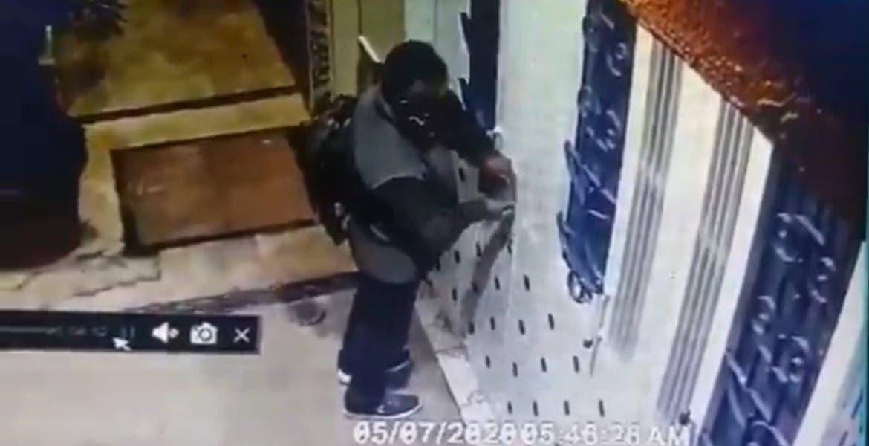Ladrón intenta meterse a casa, al no poder se roba bici de vecino