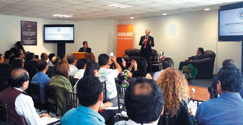 Conferencia. Luis Ernesto Derbez, ex funcionario federal y hoy rector de una universidad privada, acudió a las instalaciones de la Canacintra Morelos.