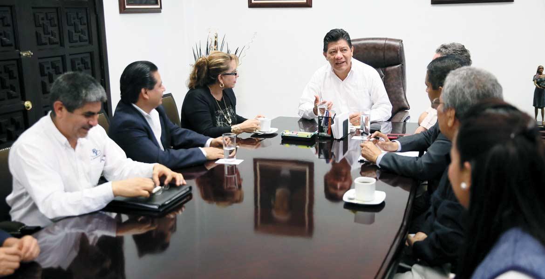 Acercamiento. Matías Quiroz Medina, secretario de Gobierno, durante un encuentro con integrantes del Colegio de Contadores de Morelos.