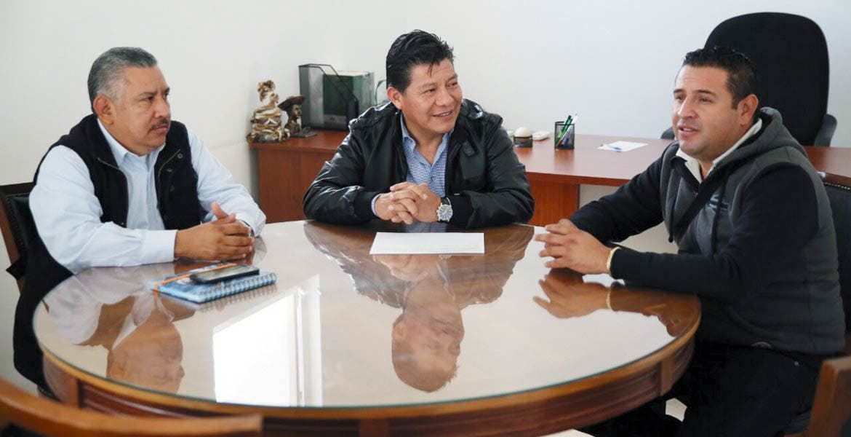 Promesa. Se reunió el secretario de Gobierno, Matías Quiroz, con el alcalde Édgar Muñoz.