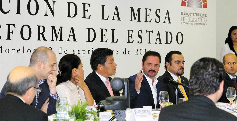 Mismos objetivos. Autoridades y dirigentes de partidos, quienes tomaron la palabra, coincidieron en la importancia de establecer el diálogo en beneficio de los morelenses