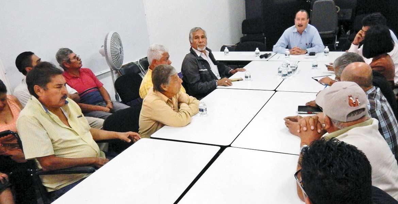 Encuentro. Jorge Messeguer Guillén, secretario de Movilidad, tuvo una reunión con los transportistas, donde escuchó sus peticiones sobre un posible aumento a las tarifas de las rutas.