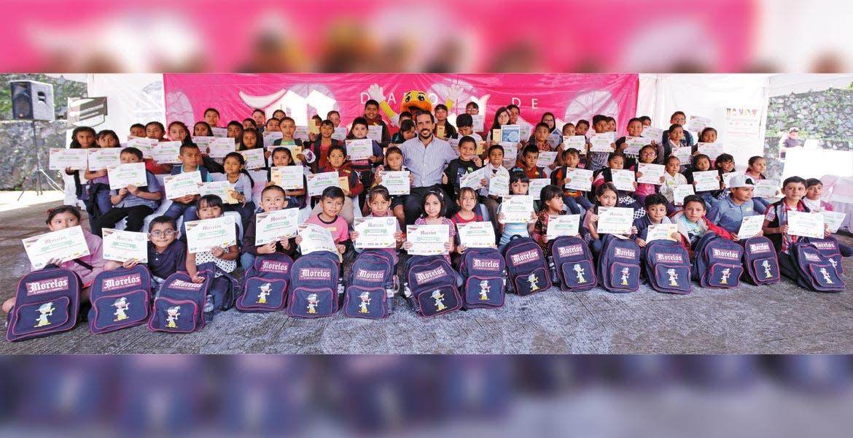 Diario de Morelos premió a los mejores alumnos de las escuelas primarias del estado, en la cuarta edición del programa 'Alumnos de 10'; Miguel Ángel Bracamontes Baz, presidente de Grupo Diario de Morelos, elogió a niñas, niños y sus familiares, y los alentó a seguir esforzándose en los estudios.