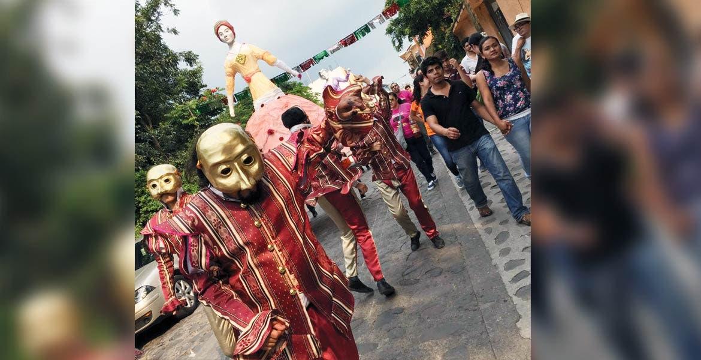 Más de 15 mil visitantes de Morelos, CDMX, Puebla y Edomex pudieron disfrutar ayer la legendria celebración a la Virgen del Rosario, en el municipio de Zacualpan de Amilpas, con mojigangas, Feria del Trueque y artesarías.