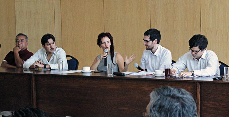 Encuentro. La secretaria de Turismo, Mónica Reyes, y empresarios del ramo.