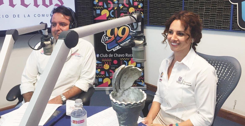 Mesa. Mónica Reyes Fuchs y Pablo Rubén Villalobos Adán, en el Foro Qué hacer en Morelos esta Semana Santa.