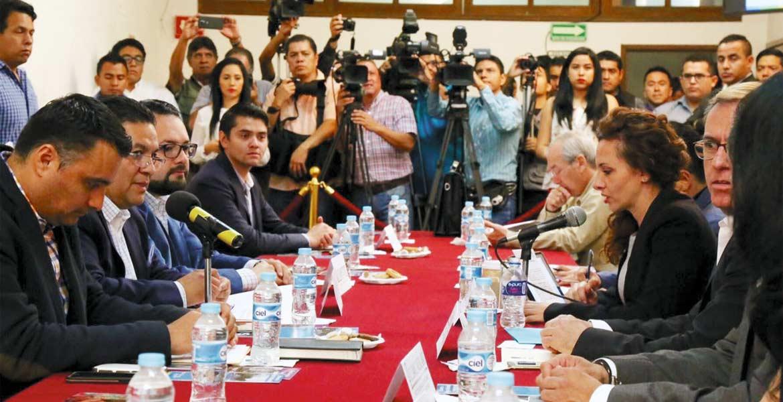 Glosa. La secertaria de Turismo, Mónica Reyes Fuchs amplió la información sobre los recursos aplicados y logros obtenidos durante el año pasado, ante integrantes de la Comisión de Turismo del Legislativo.