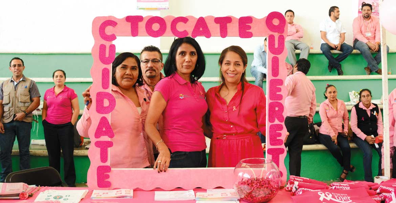 Participan. Jefas de familia difundirán entre sus allegados, la información para poder detectar a tiempo cáncer de seno.