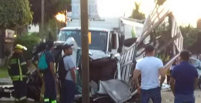 Muere bombero tras quedar prensado en choque, en Cuernavaca