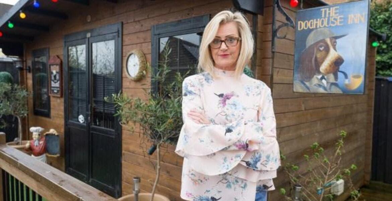 Mujer pensó en pasar más tiempo con si esposo por lo que le construyó un bar en casa
