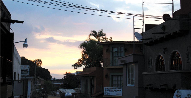 Normal. El mayor consumo de luz se da en la mañana, de las 5:00 a las 8:00 horas, y en la tarde-noche de las 17:00 a las 24:00 horas.