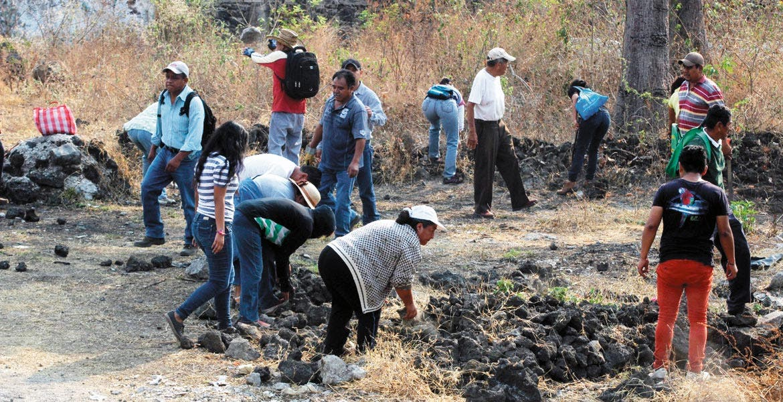 A escondidas. En zona recuperada de El Texcal, ya habían levantado chozas con lonas y palos, cercas con alambre y desagües.