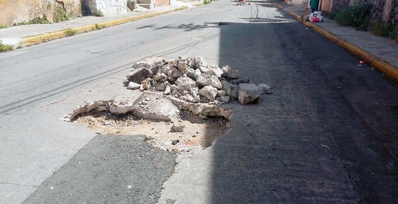 Restricción. De un día para otro, el pavimento se hundió en vario spuntos de esta céntrica calle.