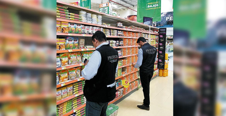 Operativo. En establecimientos de la capital la Profeco está revisando que no haya marcas irregulares que pudieran poner en riesgo la salud de los consumidores.