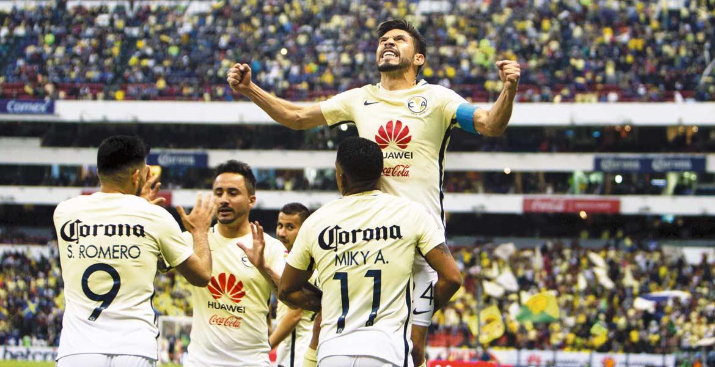 Figura. Oribe Peralta marca los goles del triunfo en el Clásico Joven.