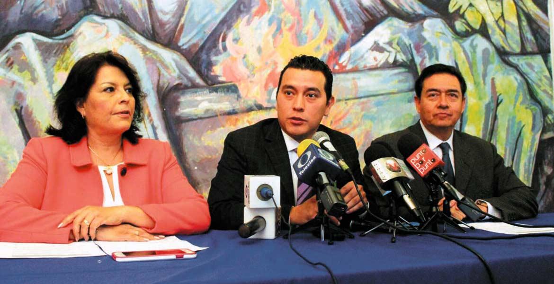 Postura. Norma Alicia Popoca presentó la iniciativa para suprimir la protección con que cuentan los funcionarios.