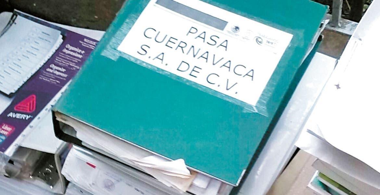 Caso. Una carpeta que contenía papeles de la empresa PASA se observó entre las que serían desechadas.