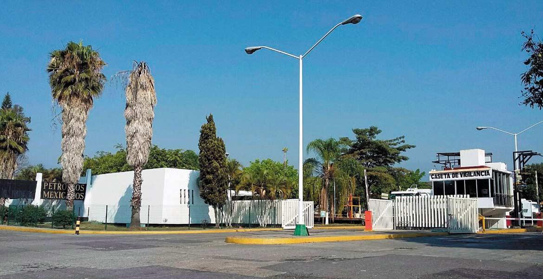 Problemática. Pese a que las instalaciones de Pemex están sin bloqueos en el bulevar Cuauhnáhuac, el suministro aún afecta a una tercera parte de las estaciones.