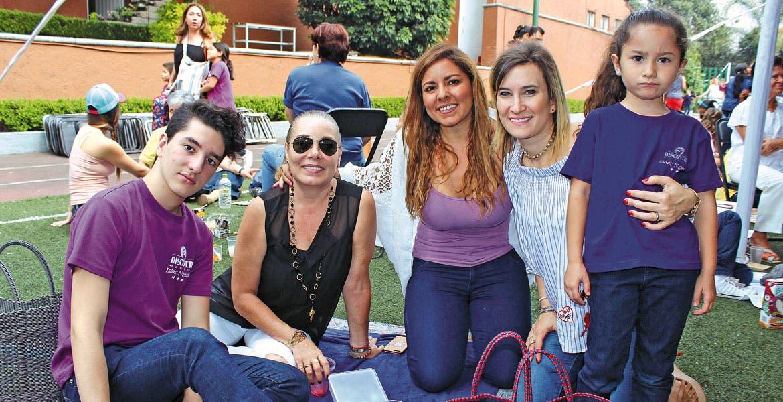 Mariano González, Esther de Menéndez, Esther Menéndez, María Fernanda de Menéndez y Elena Menéndez