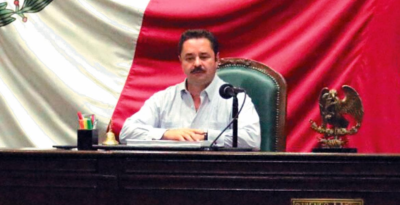 Derecho. El presidente de la Mesa Directiva del Congreso, Francisco Moreno, señala que hay necesidad de gente que fortalezca a las instituciones.