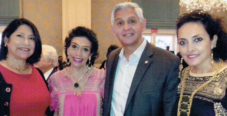 La señora G. M. Patricia González Araiza en el consulado mexicano de Houston, Texas.
