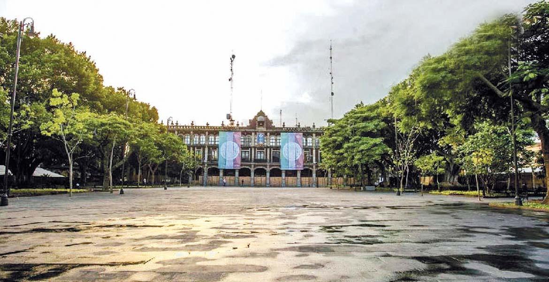 9 mil 55 metros cuadrados es la superficie de la plaza.