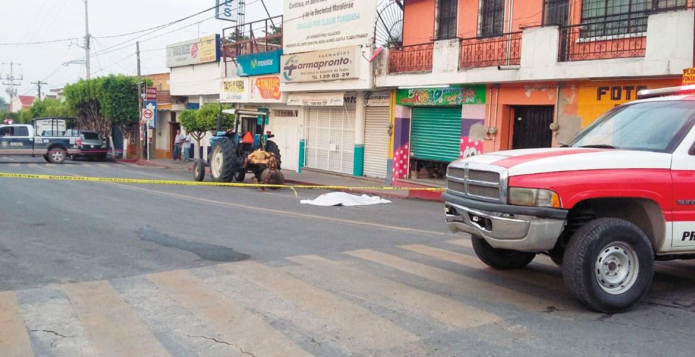 Accidente. La agente de Tránsito de Tlaquiltenango, Gisela Magdalena Abarca Medina, murió al ser arrollada por un tractor.