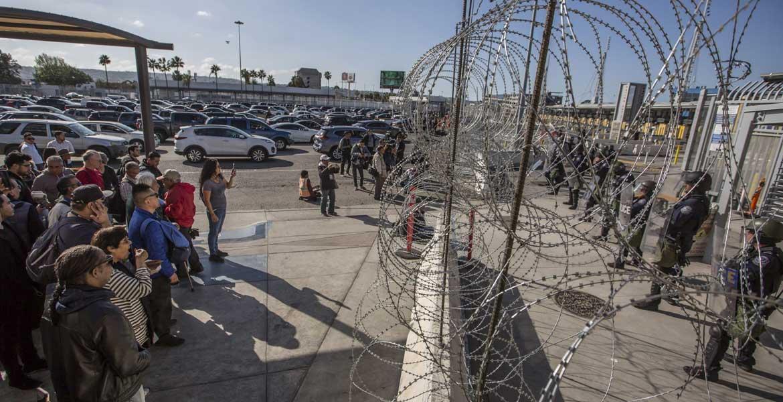 Bloquean acceso a México en cruce fronterizo por coronavirus