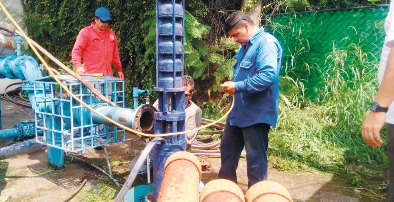 Desabasto. Vecinos de tres colonias tendrán que arreglárselas para enfrentar la falta de agua que padecen desde el domingo pasado, ya que el sistema de agua capitalino no puso plazo a los trabajos de reparación.