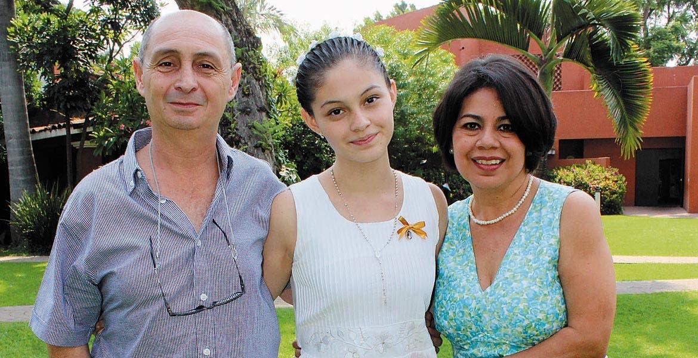 Edgardo y Natalia Arriola con Fabiola Ortiz
