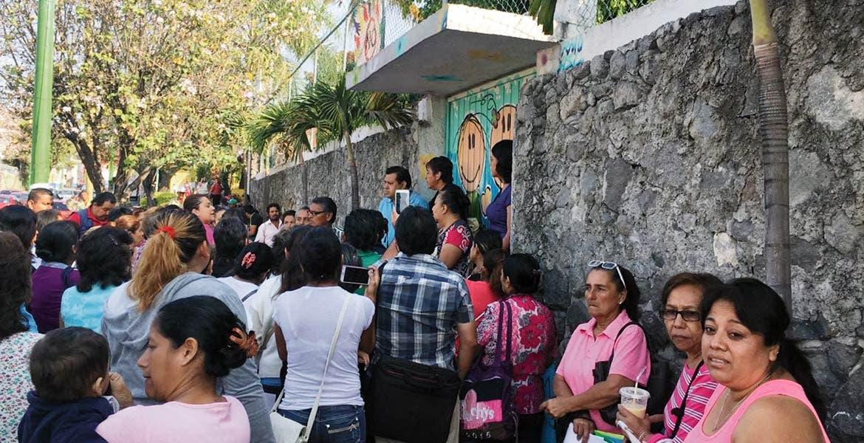 Protestan. Vecinos de Chipitlán desistieron de bloquear la avenida Morelos en protesta por la construcción de una gasolinería. Seguirán en diálogo con autoridades.