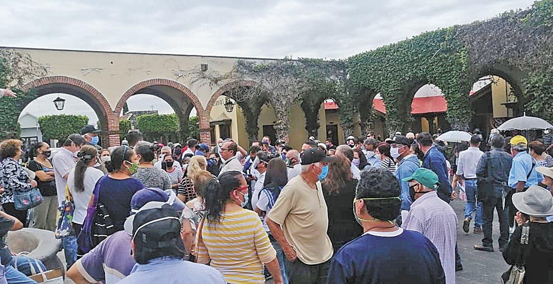 Exigen deudos reparación de tumbas en panteón de La Paz, de Cuernavaca