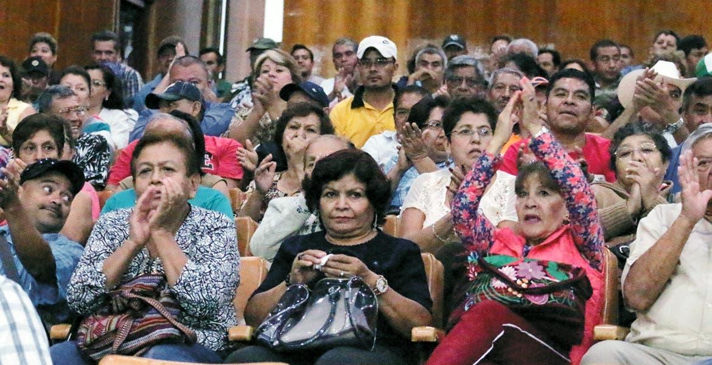 Visitas. Trabajadores del Poder Ejecutivo y del gobierno de Cuernavaca atestiguaron la sesión ordinaria de ayer.