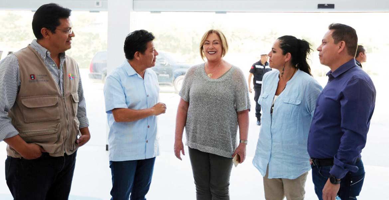 Visita. La presidenta del DIF Morelos, Elena Cepeda, y el secretario de Gobierno, Matías Quiroz, visitaron lo que será uno de los mejores centros de rehabilitación.