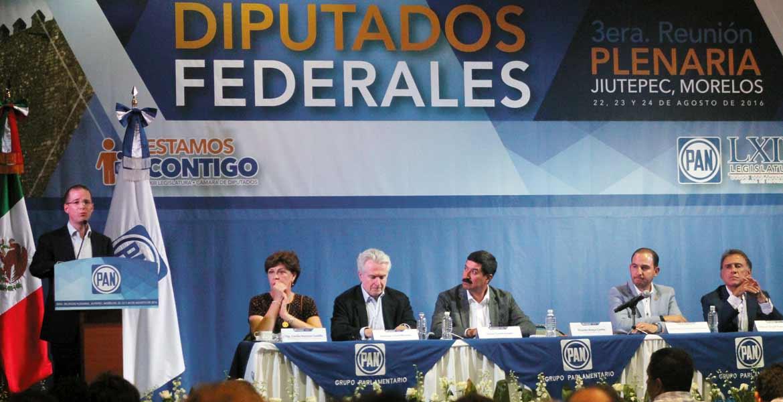 Meta. Ricardo Anaya, dirigente nacional del PAN, ante 109 legisladores y gobernadores panistas electos dijo que buscarán crear amplios frentes opositores para recuperar el poder en el 2018.
